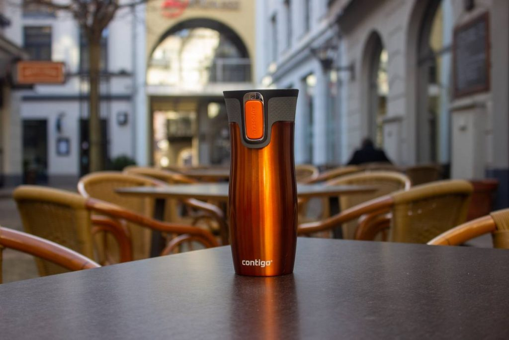 Contigo West Loop travel mug in a cafe