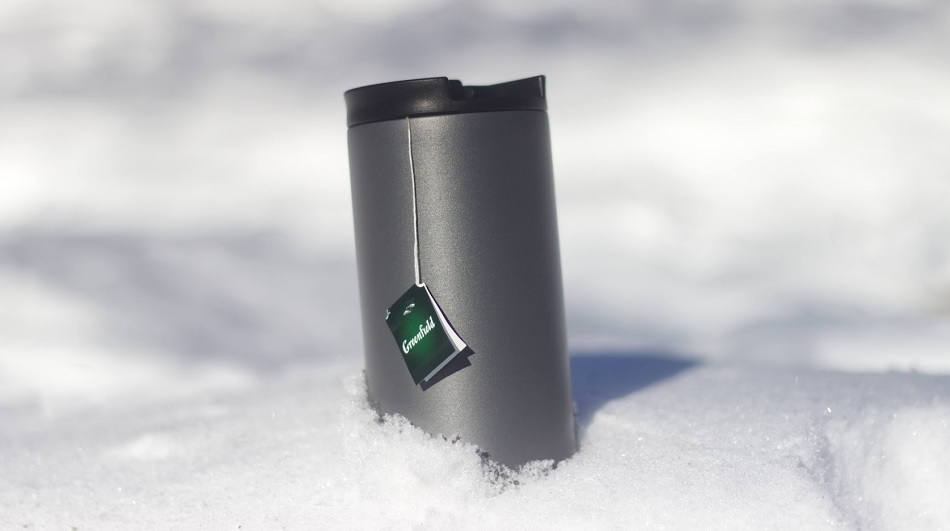 Travel mug keeps your drink warm even in winter
